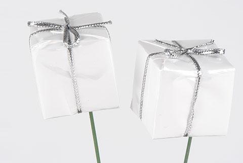 cadeau sur pic blanc